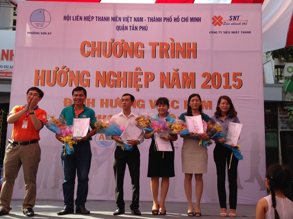 "<a href=""/hoat-dong/huong-nghiep"" title=""Hướng nghiệp"" rel=""dofollow"">Hướng nghiệp</a>"