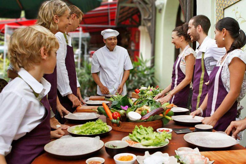 Các học viên có thể thử tham gia một khóa học nấu ăn để có thêm nhiều trải nghiệm thú vị