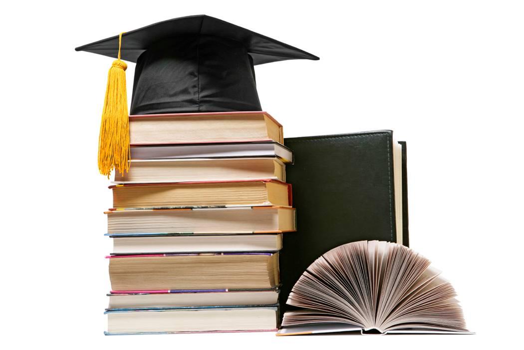 Nền tảng kiến thức ở bậc đại học thường mang hơi hướng lý thuyết nhiều hơn